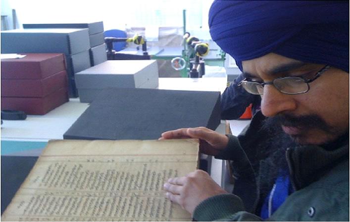 The Sri Guru Granth Sahib has been examined and evaluated by Giani Rann Singh head Giani of Sant Samaaj and Tarnadal.