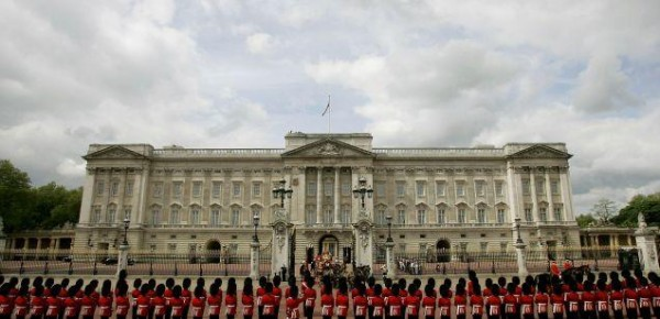"First Sikh soldier to guard Buckingham Palace ""abused"" over turban"