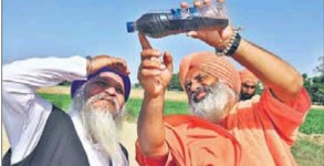 Enviormentalist Baba Balbir Singh Seechewal showing untreated water at Leather Complex in Jalandhar