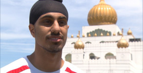 Aneel Samra is a Sikh who can't currently play games in the Quebec Soccer Federation because he wears a turban.