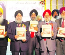 Chief Guest and office-bearers of the Chief Khalsa Diwan release a souvenir on the 142th birth anniversary of famous Punjabi poet Bhai Veer Singh in Amritsar.