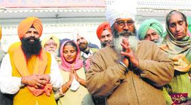 Lakhwinder Singh (left) and Shamsher Singh at Gurdwara Amb Sahib in Mohali