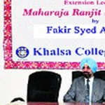 Pak scholar Fakir Syed Aijazuddin interacts with students of Khalsa College in Amritsar