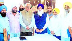 SGPC delegation meets J&K Governor NN Vohra (fourth from right) in Srinagar.