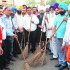 Baba Kashmir Singh Bhuriwale, MC Commissioner Pardeep Sabharwal and other volunteers at the initiation of the cleanliness drive in Amritsar